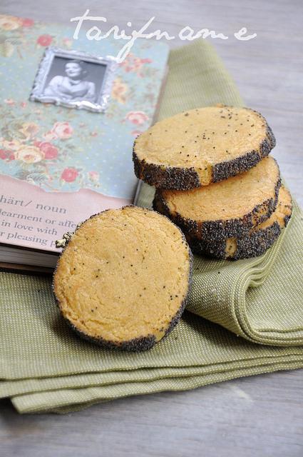 Post image for Peynirli ve Haşhaşlı Bisküviler
