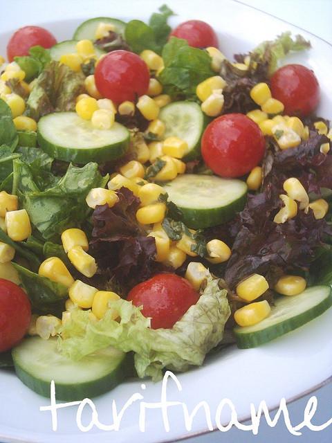 Post image for Fesleğenli Yaz Salatası