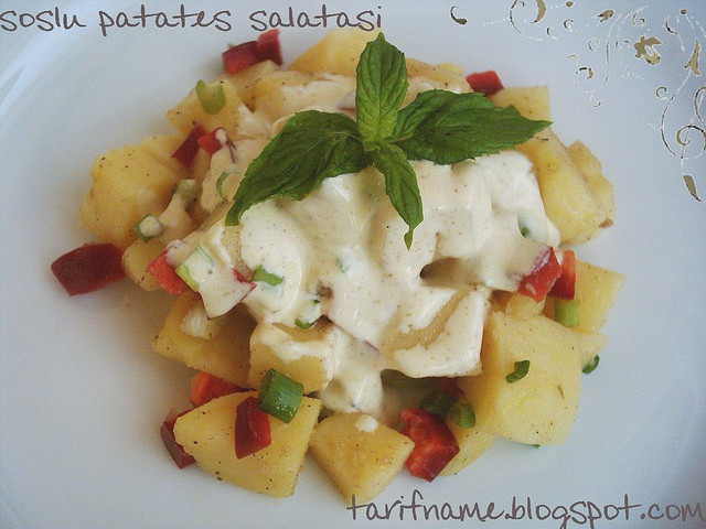 Post image for Soslu Patates Salatası